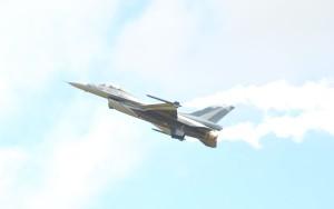 Přepálená F-16 v JPG